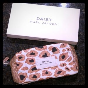 Marc Jacobs Daisy Fragrance Cosmetic Bag! New!